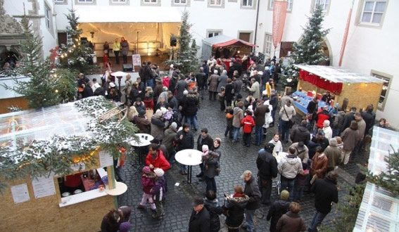 Weihnachten im Schloss Münnerstadt zieht wieder die Besucher an, genussreicher Auftakt in den Advent in Ostheim